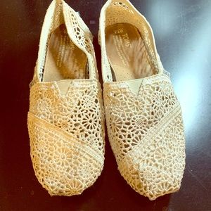 Toms white brocade shoes, size 7.5